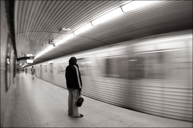 girl_in_blank_subway_dundas